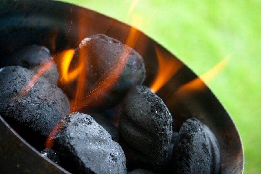 advantajes of charcoal bbq